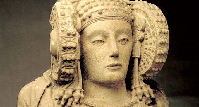 """Una arqueòloga destapa els secrets del """"fetitxisme"""" suscitat per la Dama d'Elx des del seu descobriment"""
