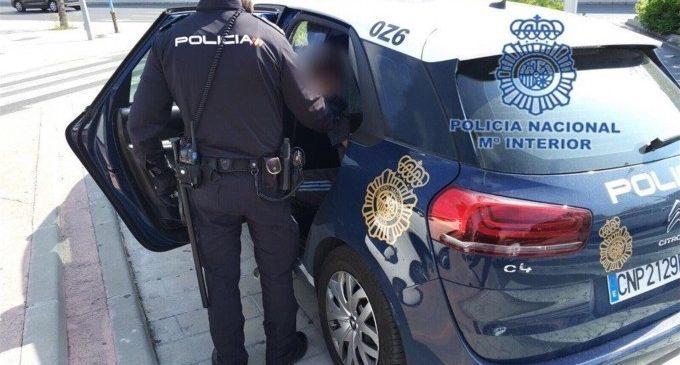 Detingut un home després d'atracar un banc i mostrar una pistola simulada a València