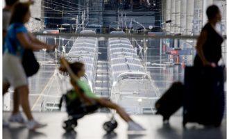 Renfe cancela 154 trenes AVE y regionales este viernes por la huelga de interventores