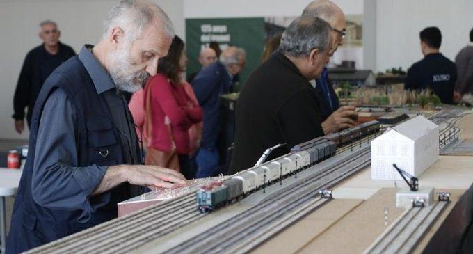 Una exposició relata els 125 anys d'història ferroviària a Torrent