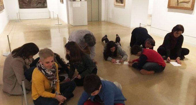 Els col·legis d'Ontinyent exploren els tresors artístics de la Diputació