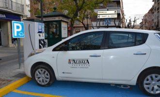 Aldaia instal·la la primera estació de recàrrega de cotxes elèctrics en la plaça de la Constitució