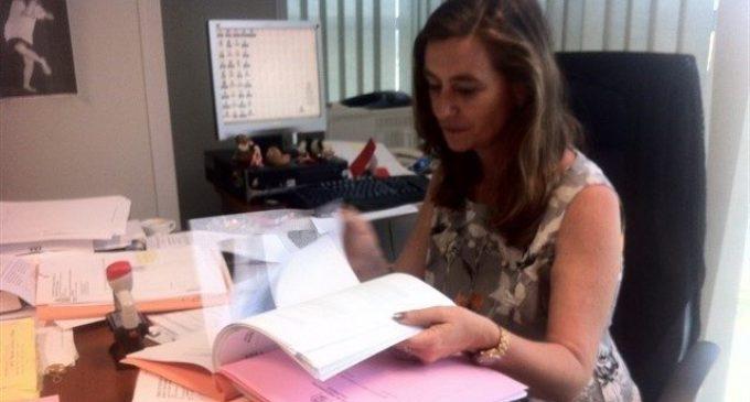 La fiscal Susana Gisbert llança un missatge esperançador a les dones amb la seua antologia 'Remos de plomo'