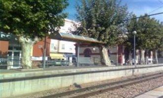 Mor un home atropellat pel metro a Foios mentre parlava pel mòbil