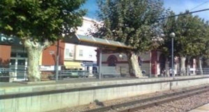 Muere arrollado por el metro en Foios mientras hablaba por el móvil