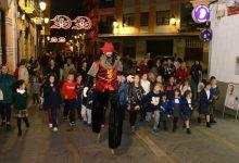 Xiquetes i xiquets protagonitzen l'inici de les activitats de la Regidoria de Comerç pel Nadal a Paiporta