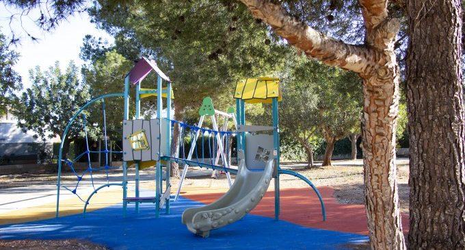 Picassent instala un nuevo parque infantil en la urbanización de Sierramar