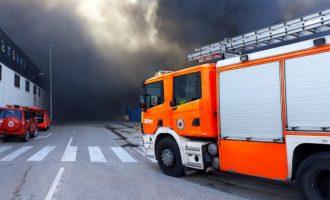 Desallotgen una gasolinera annexa a l'empresa de l'incendi de Manises