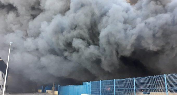Incendi en el polígon industrial de Manises
