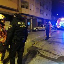 Desalojan de madrugada una vivienda de Moncada por un incendio en el cuarto piso