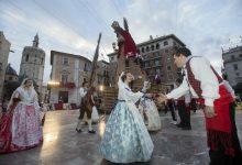 Fallers componen 'Valencians, vingau!', la primera cançó per a acompanyar l'Ofrena a la Mare de Déu
