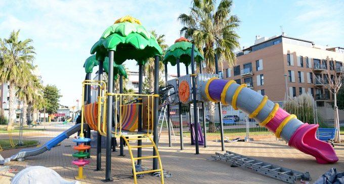 Comença la instal·lació de nous jocs infantils inclusius a les places Itàlia, Soliera, 3 d'Abril i el Carrer Torrent de Paiporta