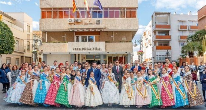 Mislata rep a la Fallera Major Infantil de València, Sara Larrazábal, i li entrega la clau de la ciutat
