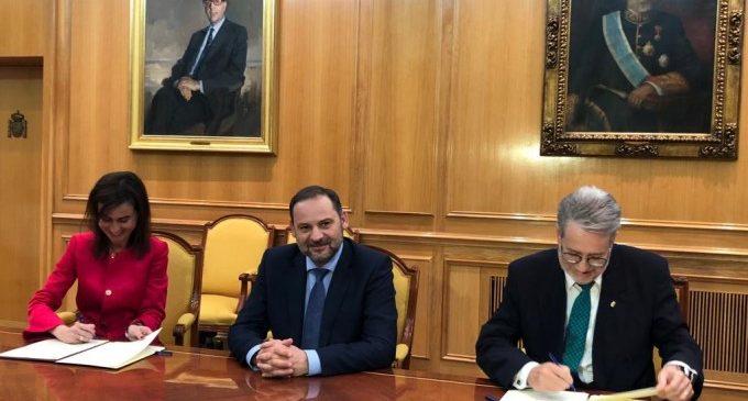L'alcalde d'Albal signa el conveni amb ADIF per a l'arribada del tren