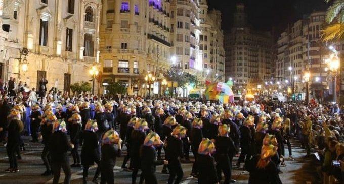 La Cavalcada del Ninot de València inunda els carrers de sàtira fallera