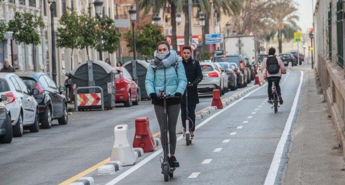 La nueva Ordenanza de Movilidad ya regula la circulación de los patinetes en València
