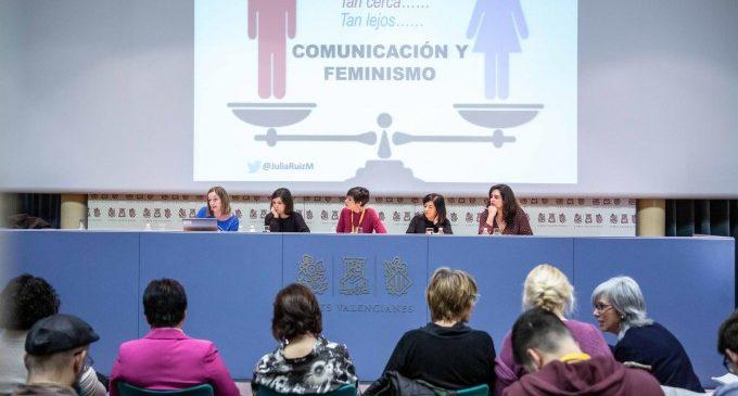 """Periodistes i activistes debaten sobre el paper de la dona en els mitjans perquè """"ocupen el lloc que els correspon"""""""