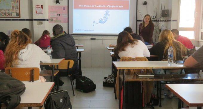 Estudiants d'Alfafar participen en un programa per a prevenir l'addicció al joc