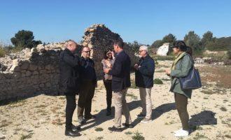 Xavier Rius, responsable de Cultura de la Diputació, visita el jaciment de València la Vella