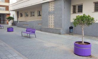 Benetússer pinta de violeta el seu carrer 8 de març