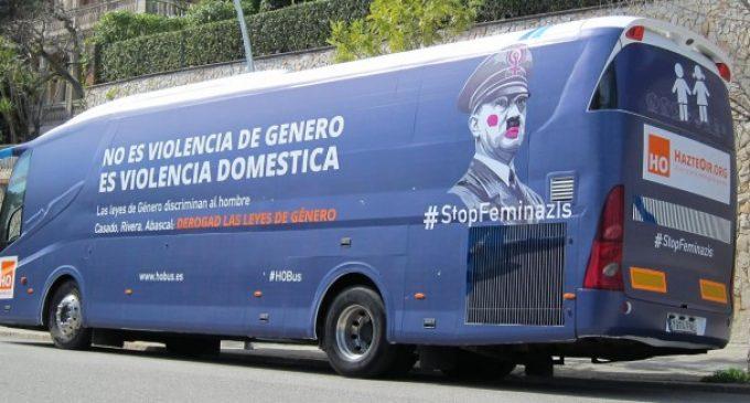 HazteOír reconeix la infracció i accepta la sanció pel seu autobús antifeminista