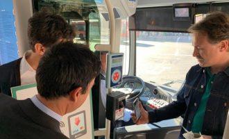 El pagament amb targeta s'aferma en l'EMT i prolonga aquest servei