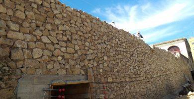 El mur de Les Sitges avança les seues obres