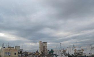 Núvols, pluges aïllades en el litoral i termòmetres per baix de 22 °C en el primer cap de setmana de primavera