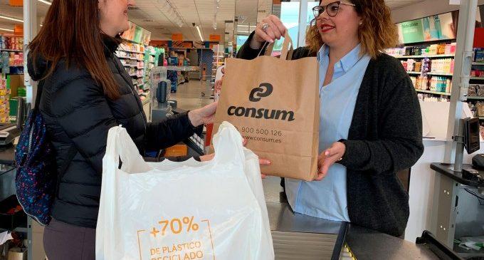 Consum reduïx un 80% el plàstic que posa al mercat amb les seues noves bosses reciclades enfront de les convencionals