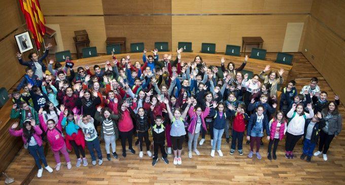 El colegio San Vicente Ferrer de Faura hace una visita a la Diputació