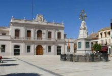 La jutge decreta presó provisional per a l'exregidor detingut per abusos a una menor i deixa en llibertat a la seua dona