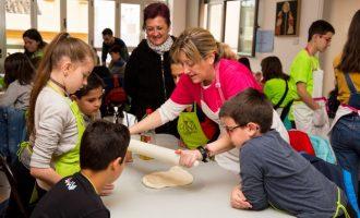 El taller Kitchen for kids enseña a cocinar durante las vacaciones de Pascua en Mislata