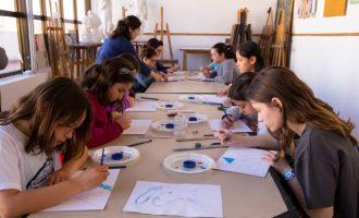 Xiquets i xiquetes de Mislata expressen les seues emocions a través de la pintura
