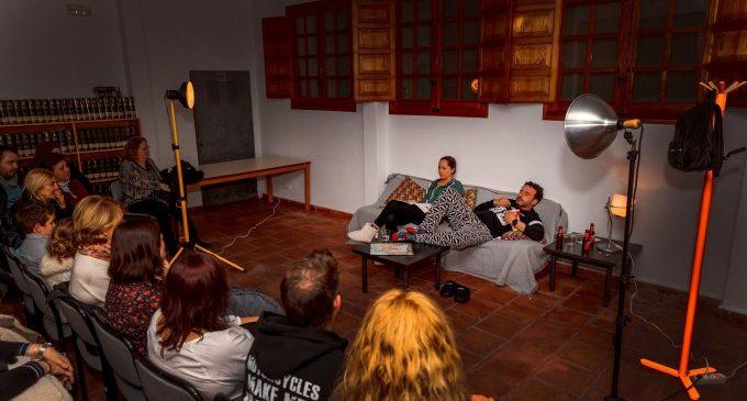 Mislata dóna a conéixer la seua Biblioteca Municipal amb obres de microteatre