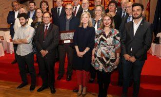 """Les Corts celebran el 25 d'Abril con la mirada puesta en un futuro de """"buen parlamentarismo, consenso y autogobierno"""""""