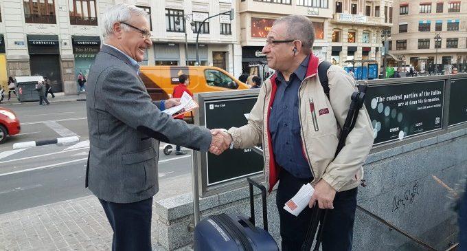 Joan Ribó explica a peu de carrer que Compromís és la garantia per consolidar el canvi i defensar els interessos valencians