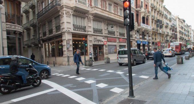 El carrer de la Pau compta amb un nou pas de vianants semaforitzat
