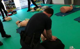La Policia Local de Burjassot salva la vida a un home amb un desfibril·lador del cotxe patrulla