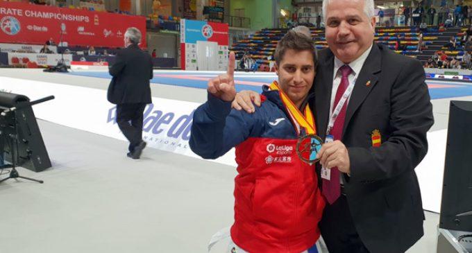 Carlos Huertas, campeón de Europa y de la Liga Nacional de kárate, homenajeado por la Federación Española