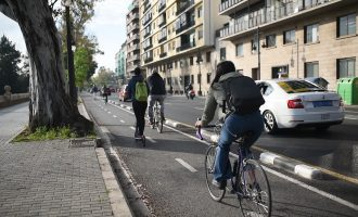 Personajes icónicos valencianos enseñan la nueva Ordenanza de Movilidad