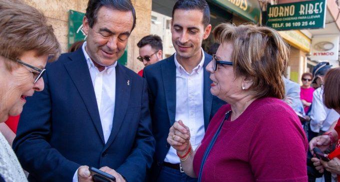 El míting en Músic Ibars i la visita de José Bono copen la jornada electoral socialista a Mislata