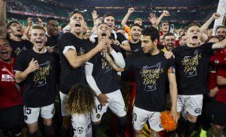 El Valencia CF gana la Octava Copa del Rey en el Centenario frente al FC Barcelona