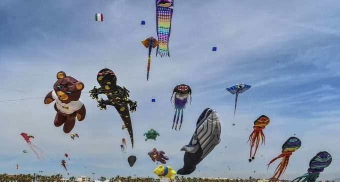 El Festival de Milotxes de València omplirà de color la platja del Cabanyal