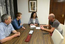 Paiporta signa un conveni amb el Club de Patinatge de Velocitat que regula l'ús de la nova pista
