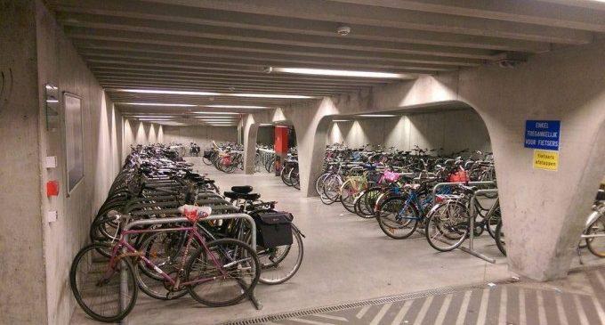 La primera red de aparcamientos colectivos y cubiertos para bicicletas podría llegar a València