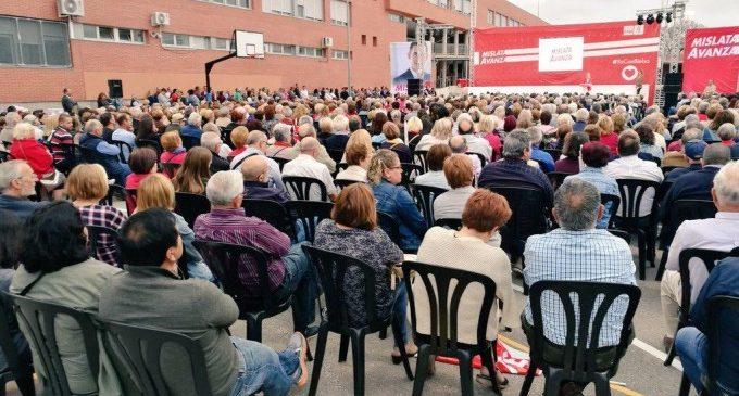 Més de 1.500 persones abarroten la presentació de Bielsa a l'alcaldia de Mislata
