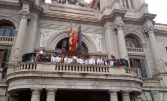 L'Ajuntament es tiny dels colors de la Senyera perquè el València CF oferisca la Copa del Rei a la ciutat