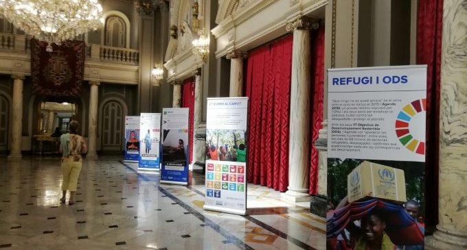 El Salón de Cristal acoge una exposición para visibilizar a las personas refugiadas