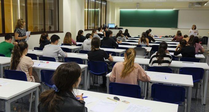 Més de 300 estudiants s'examinen de la PAU al Campus d'Ontinyent