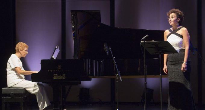Isabel Monar i Concha Sánchez-Ocaña reten homenatge a la compositora Matilde Salvador